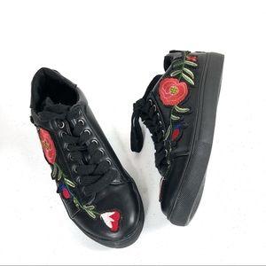 Liliana black rubber shoes floral design size 5.5